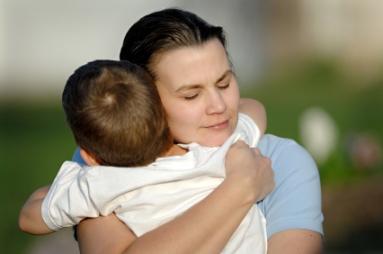 mother-hugging-gracias-a-idrs1
