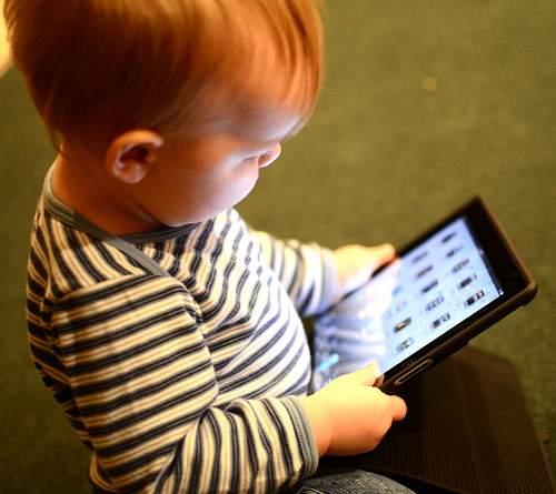 niño-con-tablet