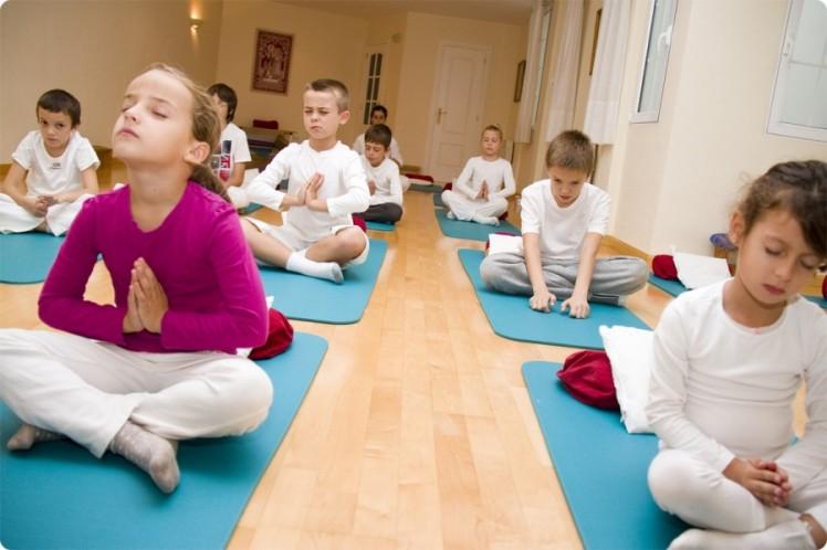clases_yoga_niños_jovenes_kundalini_yoga_zaragoza1-900x600.jpg